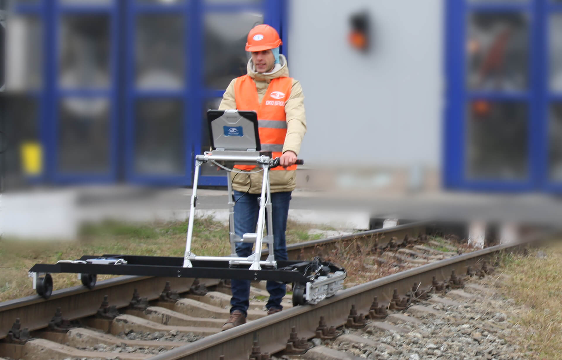 ETS2-77 eddy current flaw detector application on the railroad track