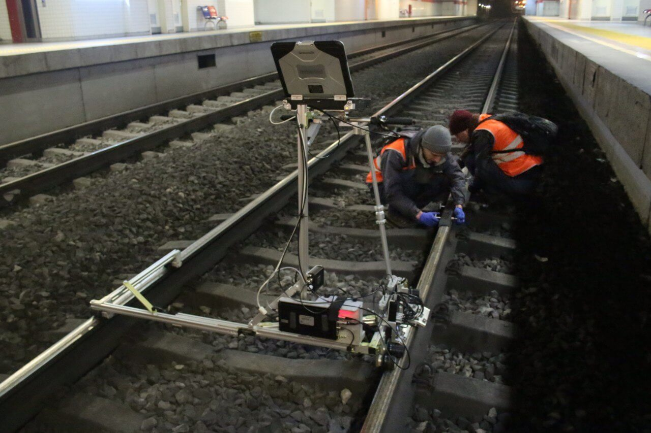 Testing of the rail head with ETS2-77 flaw detector at the metropolitan
